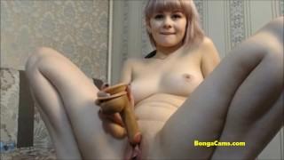 BongaCams horny model gives herself unreal pleasure!
