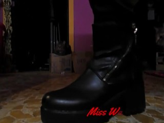 Miss Wagon Vegan ti mostra i nuovi punk boots fetish per farti sborrare