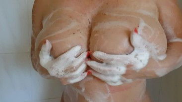Australian mature lady washing her huge boobs and big Ass