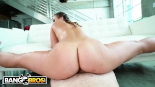 BANGBROS - Young PAWG Kelsi Monroe Finds A Phone, Fucks The Owner