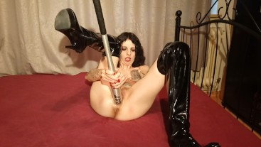 Slut on cam baseball bat fucking her cunt