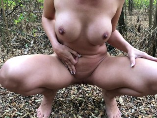 Amateur busty milf pissing in the park – Public naked pee 4K