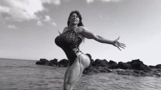 Muscle girl humiliates the voyeurs