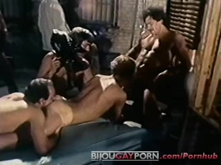 King in massive orgy closed set 1980...