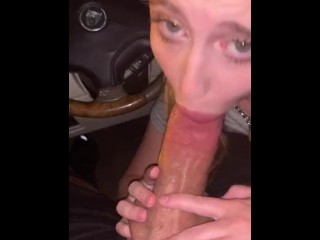 Uber Driver gets spontaneous Public Blowjob in the car while working