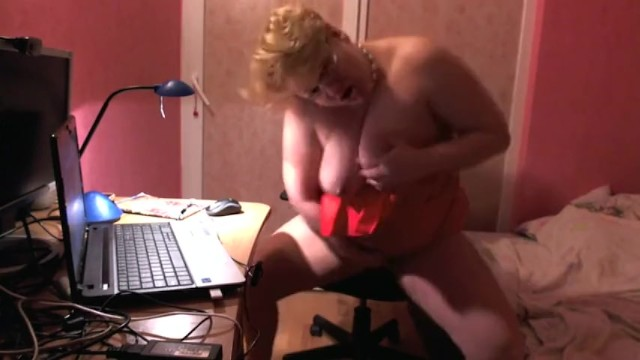 Fingering pussy and squirt in the office 7