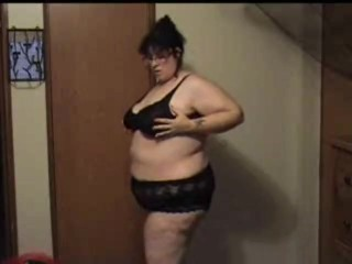 Bbw strips slowly and shows her part 1...