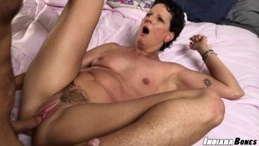 Fuck and Creampie MILF Beth McKenna