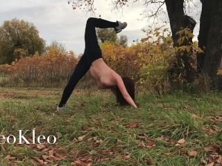 Тренировка голышом на природе с тренером по йоге LeoKleo