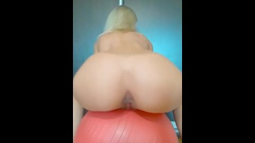 HORNY MILF SHOW ASS AND PUSSY WANT BIG COCK IN HER HOLES