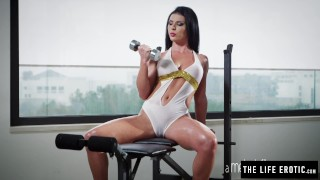 Hot body builder masturbates herself to a hard orgasm