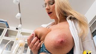 Lactate Milking in work office Katerina Hartlova use pump milk