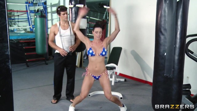Brazzers - Curvy milf Kendra Lust fucks her personal trainer 4