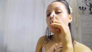 ISHTAR ELEADIN SMOKING FETISH
