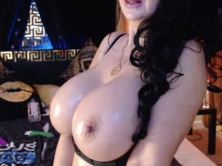 Hitachi lovin curvy milf oiled up tits and...