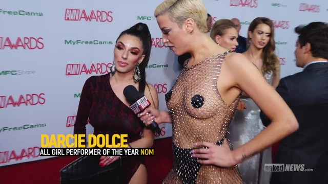 News article on swinging - Naked news at the 2019 avn awards