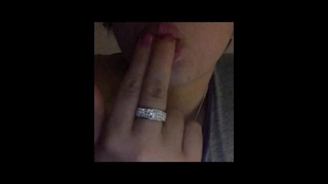 Penso parlando unaltra lingua erotica Asmr italiano erotico chiamata erotica tapping lingua dita in bocca