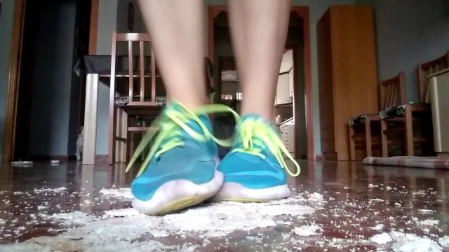 Ep. 1: Doing Exercise With My Sneakers On, Stomping On The Bread You´ll Eat 4