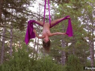 Hot flexy gymnast teen...