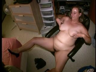 Perfect amateur curvy kaitee banggs tits nipple play...