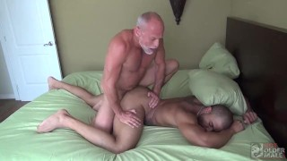 Hung White Daddy Fucks Black Bottom