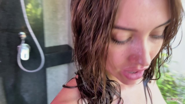 Babe made a Great (フェラ)blowjob in the Shower - Сum on Face