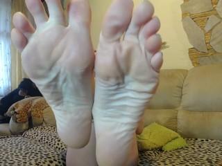 feet on cam