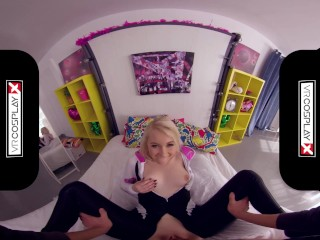 VRCosplayX Blonde Teen GF Gwen Stacy Uncovers Herself