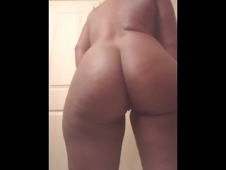 Blond and titties shake...