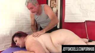 Fat Mature with Huge Natural Boobs Lady Lynn Receives an Orgasmic Rubdown