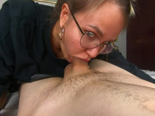filming my nerdy college classmate while she deepthroat