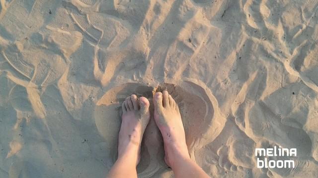 PÉS NA AREIA - FOOT FETISH 14