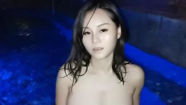 Big tits Play in hot spring, sideboob, nipslip, braless 泡温泉不小心露点了 污老师炎炎