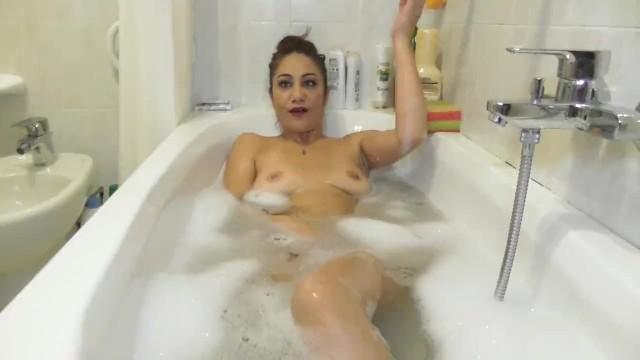 Un bagno pieno di orgasmi 4