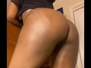 Ebony oily ass twerking