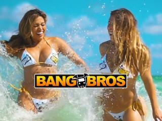 Bangbros bikini babes rinsing off beach...