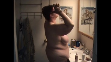 Naked BBW changing hair color shows big legs, butt and belly - Not HD