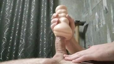 Русский молодой парень дрочит резиновой вагиной