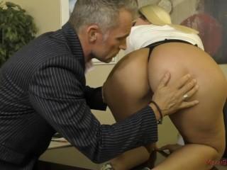 Big Ass Worship - Valentina Jewels