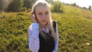 Юную красивую школьницу трахнули в рот и киску по пути из школы