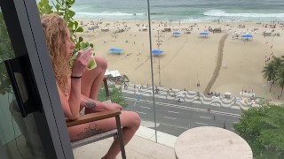 ÉJACULATION INTERNE ANALE sur le balcon à Rio de Janeiro