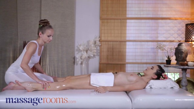 Massage Rooms Euro babes Hayli Sanders and Lady Bug oily scissoring orgasms 9