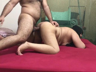 Woman gives her pussy to real...