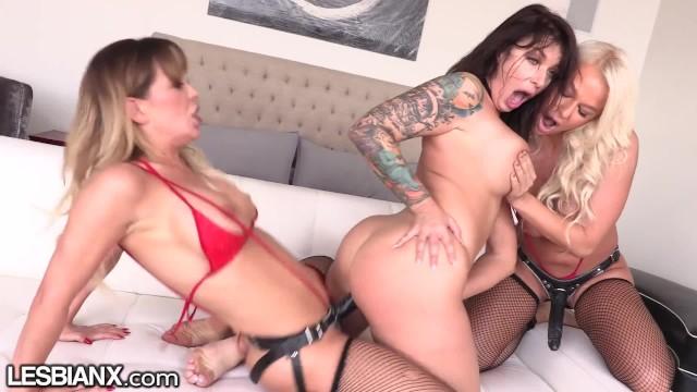 LesbianX Ivy Lebelle's First Lesbian DP!