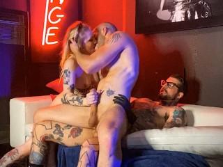 H3ll4sl00 threesome...