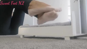 Giantess to satisfy your Foot Fetish