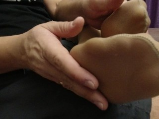 SEXY GIRL IN PANTYHOSE SHOW feet FOOT FETISH