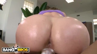 BANGBROS - Delightful Blonde PAWG Madison Chandler Rides Chris Strokes