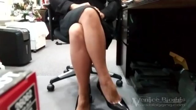 Womans thoughts during orgasm - Syntribation - asian woman quietly syntribating during work hours