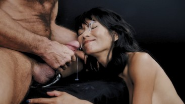 Ravena Rey Treats Cock With Her Hands, Mouth & Pussy Then Gets Facialized